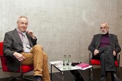 Moderator Meinhard Schmidt-Degenhard (links) und Experte Arnold Retzer diskutierten auf Einladung der VHS, warum die Suche nach dem Glück miese Laune verursacht.