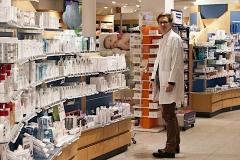 Andreas Pfleger, Inhaber Apotheke Sauter, freut sich über die S