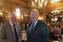 Veranstalter Tankred Schaer von der Bücherstube Rielasingen mit Willy Wimmer, ehemaliger Parlamentarischer Staatssekretär im Verteidigungsministerium und bis 2000 Vize-Präsident der OSZE.